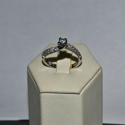 Anello con diamanti