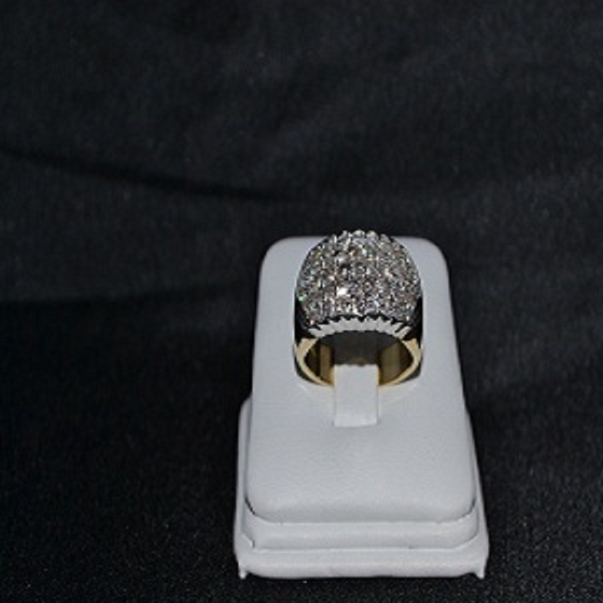 Anello a fascia con diamanti